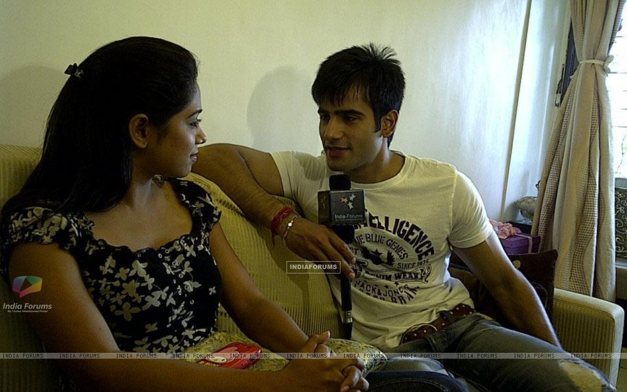 Karan Tacker with Yashashri Masurkar doing a interview with India-Forums (226257) size:1280x800