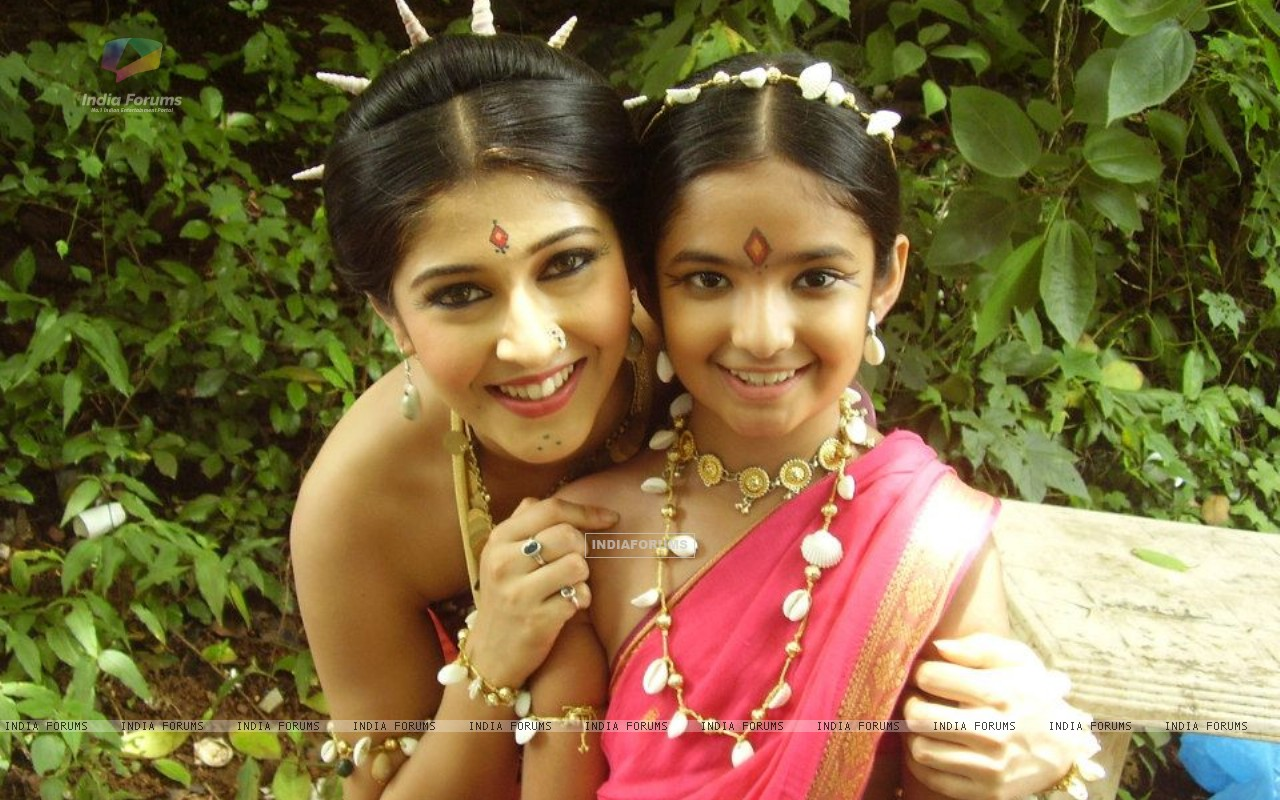 Sonarika and Anushka (228115) size:1280x800