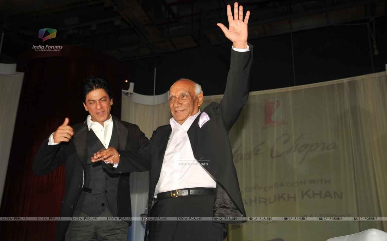 Yash Raj Chopra celebrating  his 81st birthday with Shah Rukh Khana (228301) size:1280x800