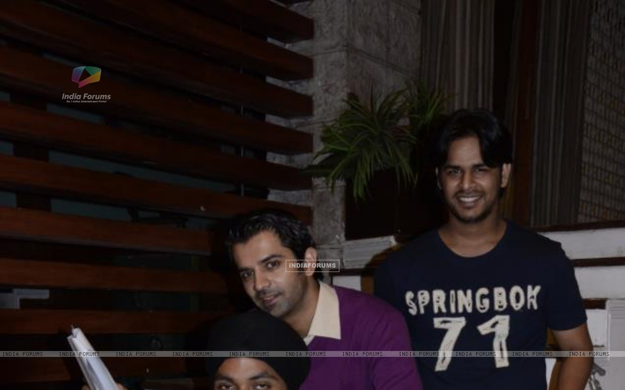 Barun Sobti with Crew of IPKKND (228893) size:1280x800