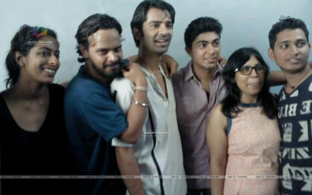 Barun Sobti with cast and crew of Main Aur Mr. Riight. (228896) size:1280x800