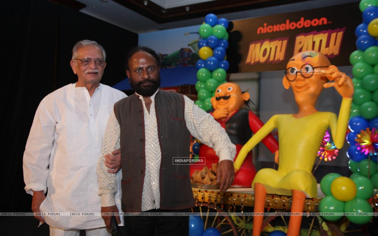 Gulzar and Ketan Mehta at the launch of the new Nickelodeon show �Motu Patlu�, at Hotel Taj Lands End, in Mumbai (229910) size:1280x800