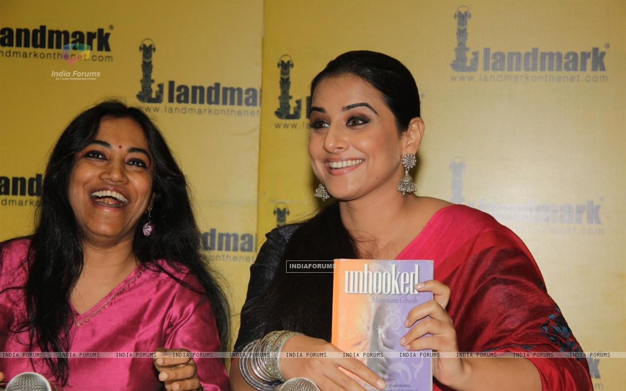 Vidya Balan at the launch of book Unhooked by author Munmun Ghosh (230470) size:1280x800