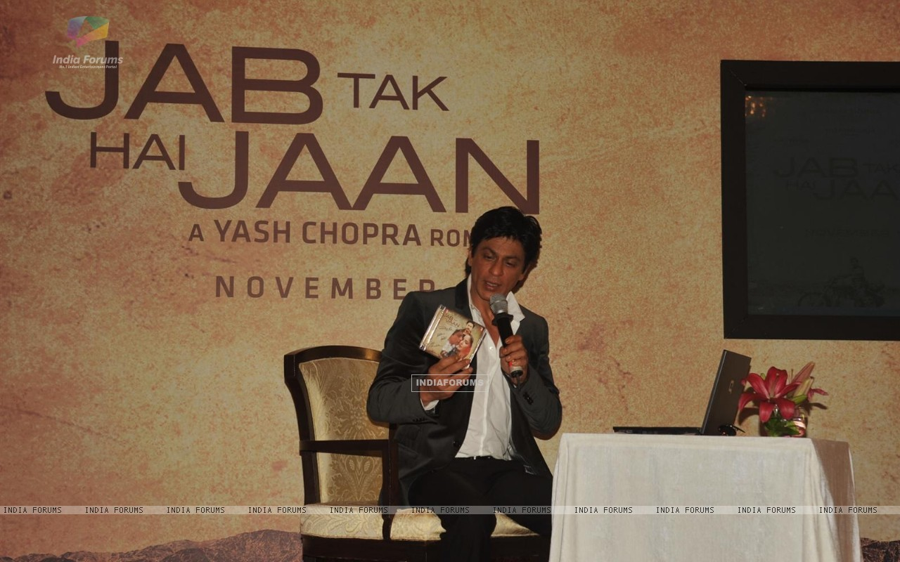 Shah Rukh Khan in video conferencing with Katrina Kaif launches song of film Jab Tak Hai Jaan (230961) size:1280x800