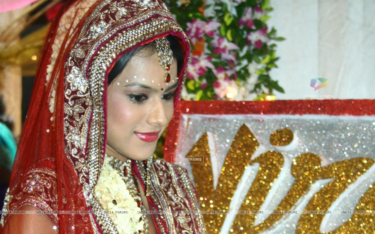 Nia sharma as a bride in ek hazaron mein meri behna hai (231494) size:1280x800