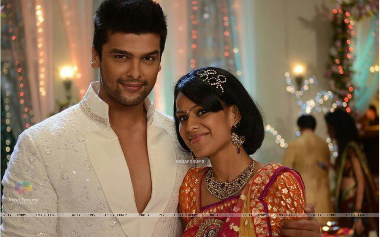 Kushal tandon and Niaa sharma (231500) size:1280x800