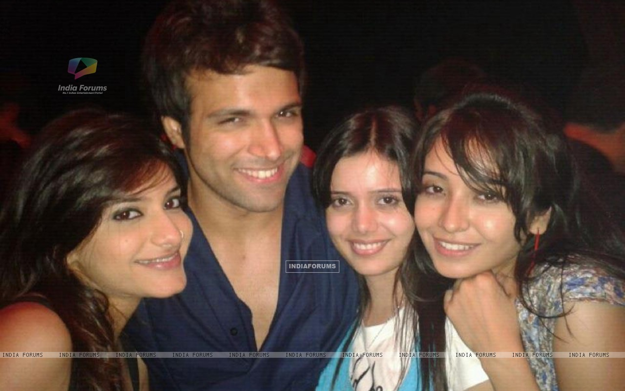 Asha, Jia, Shruti and Rithvik (231517) size:1280x800