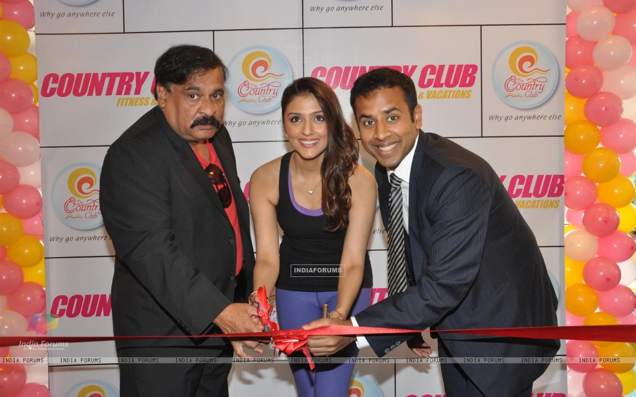 Aarti Chhabria Launch Country Club Set up Fitness Center (231554) size:1280x800