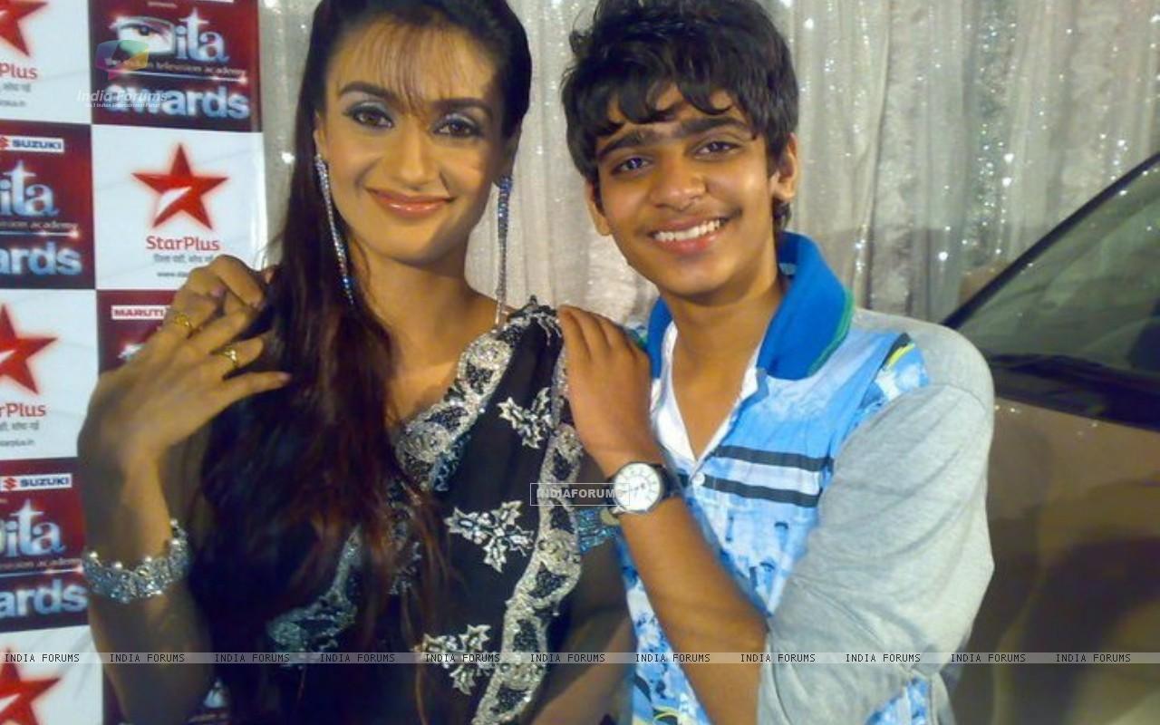 Rati Pandey with her fan (231903) size:1280x800