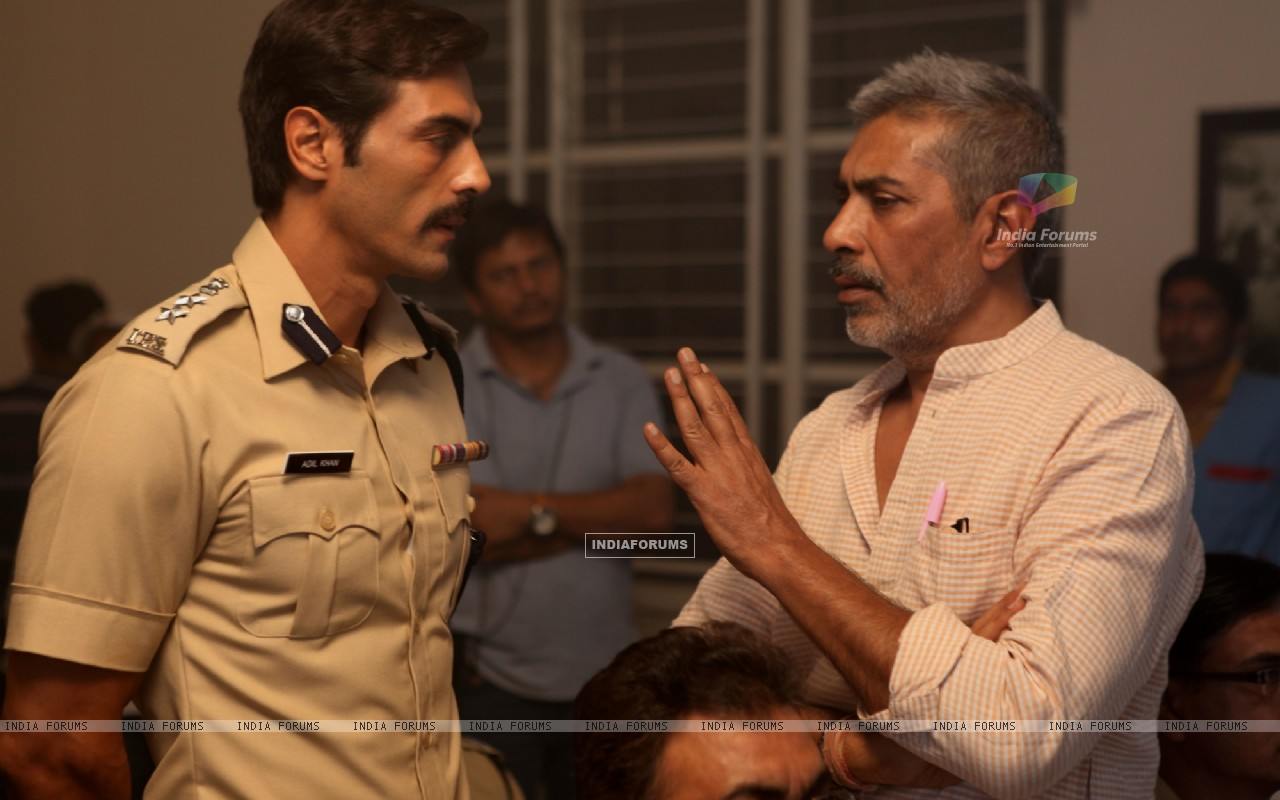 Arjun Rampal and Prakash Jha on the set of Chakravyuh. (232936) size:1280x800