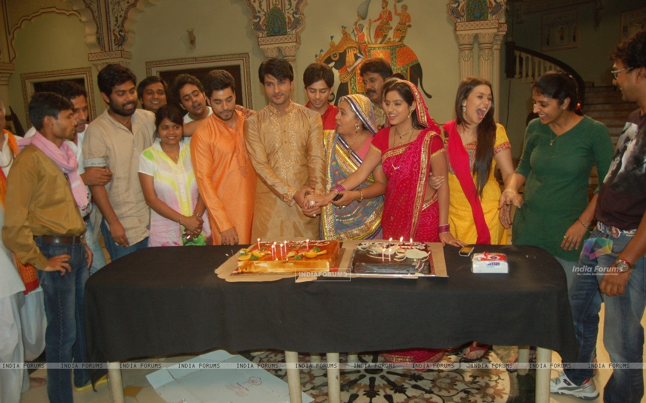 300th episode celebration (233242) size:1280x800