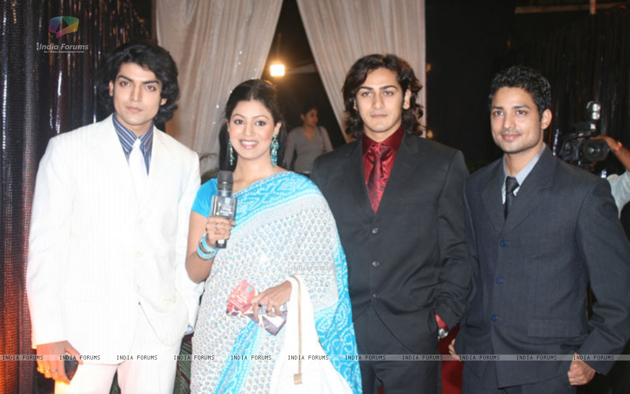 Gurmeet and Debina with Lalit Negi and Ankit Arora (234814) size:1280x800
