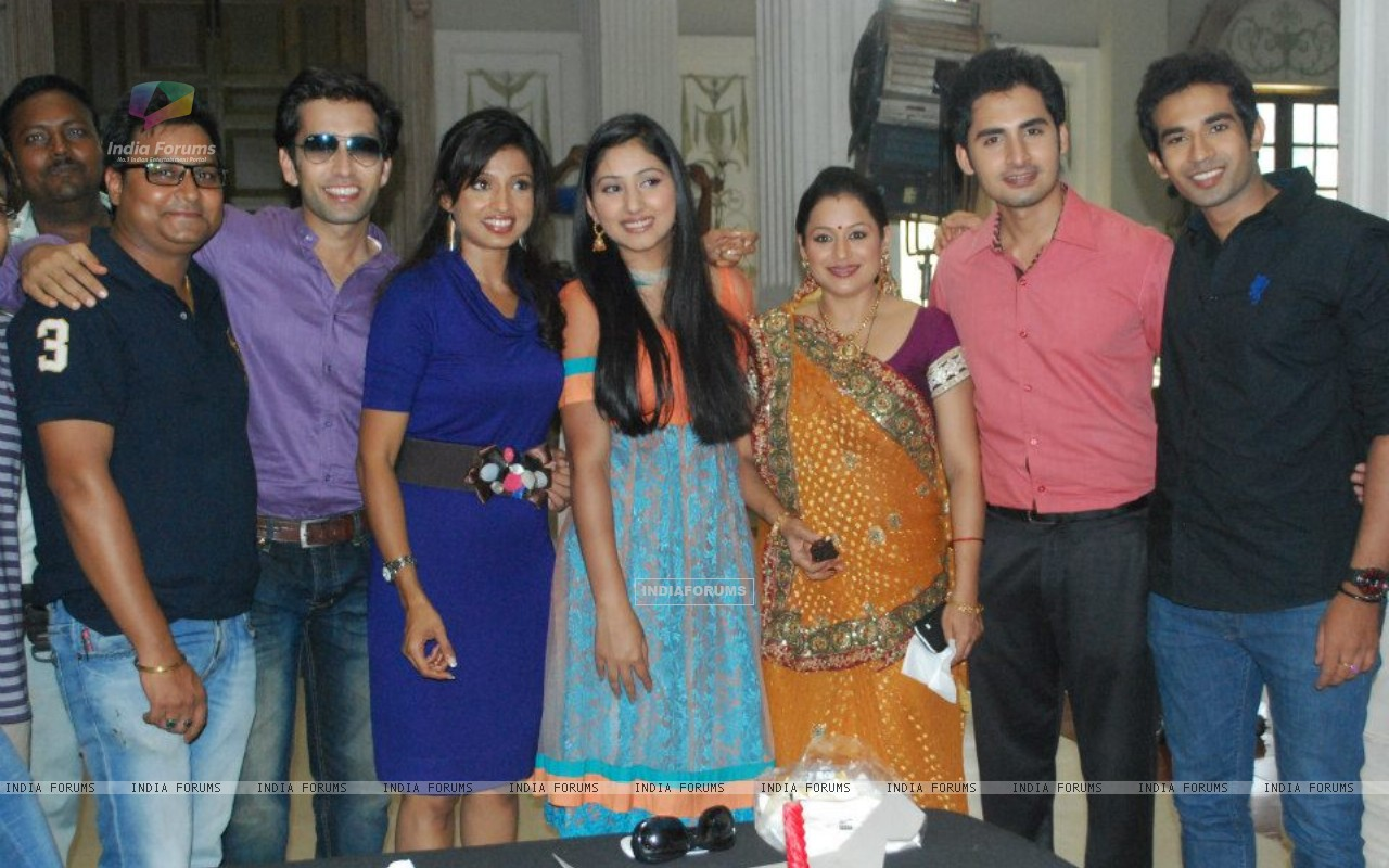 Cast of PKDHMMPP (235450) size:1280x800