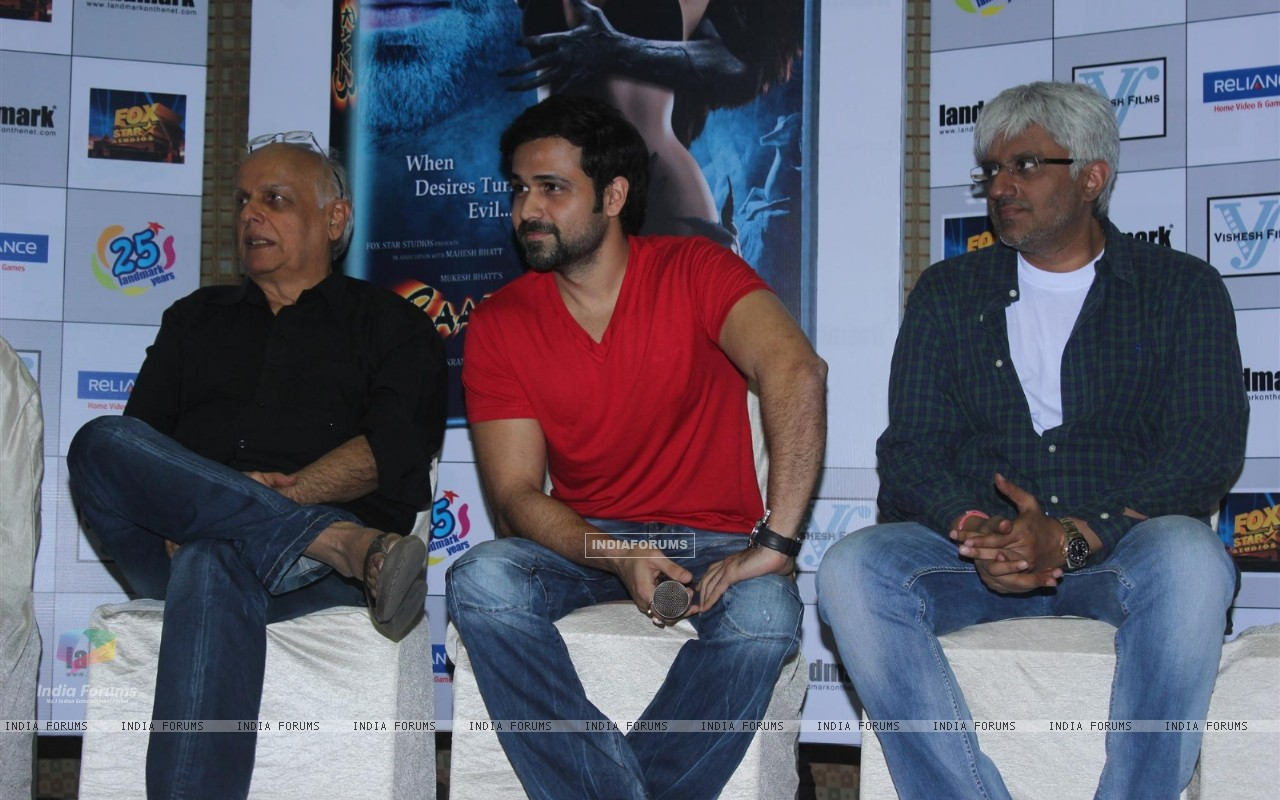 Mahesh Bhatt, Emraan Hashmi and Vikram Bhatt at Film Raaz 3 DVD Launch (237831) size:1280x800