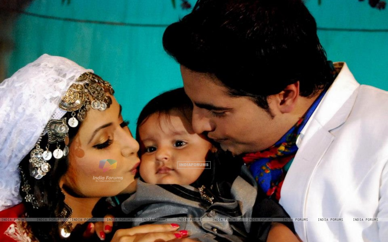 Naitik and Akshara with Naksh (238011) size:1280x800