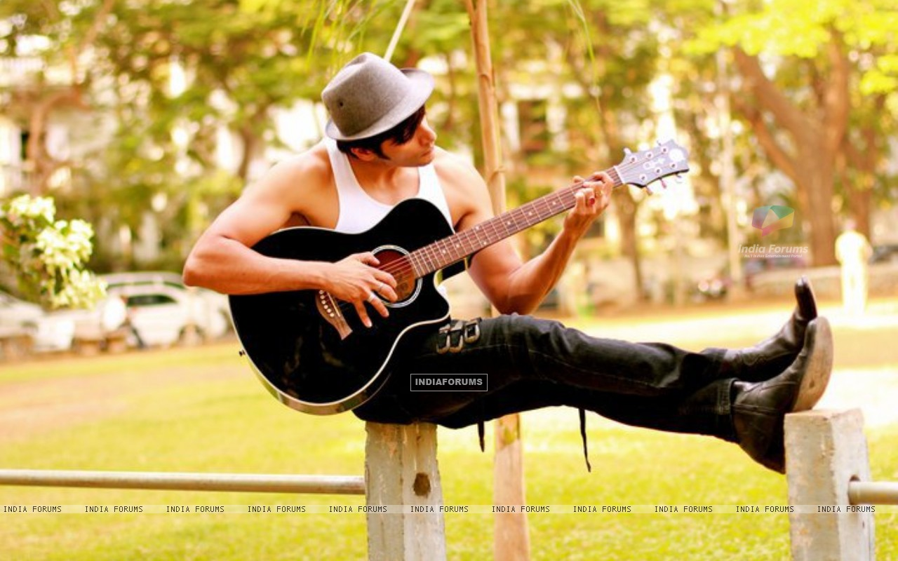 Wallpaper - Karanvir Bohra playing Guitar (238070) size: