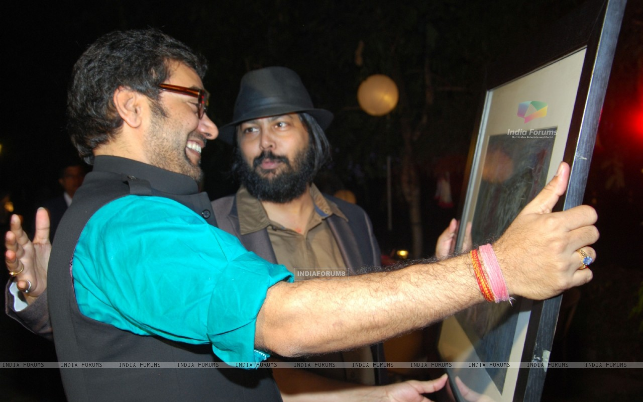 Surprise birthday party of Ashutosh Rana (238435) size:1280x800