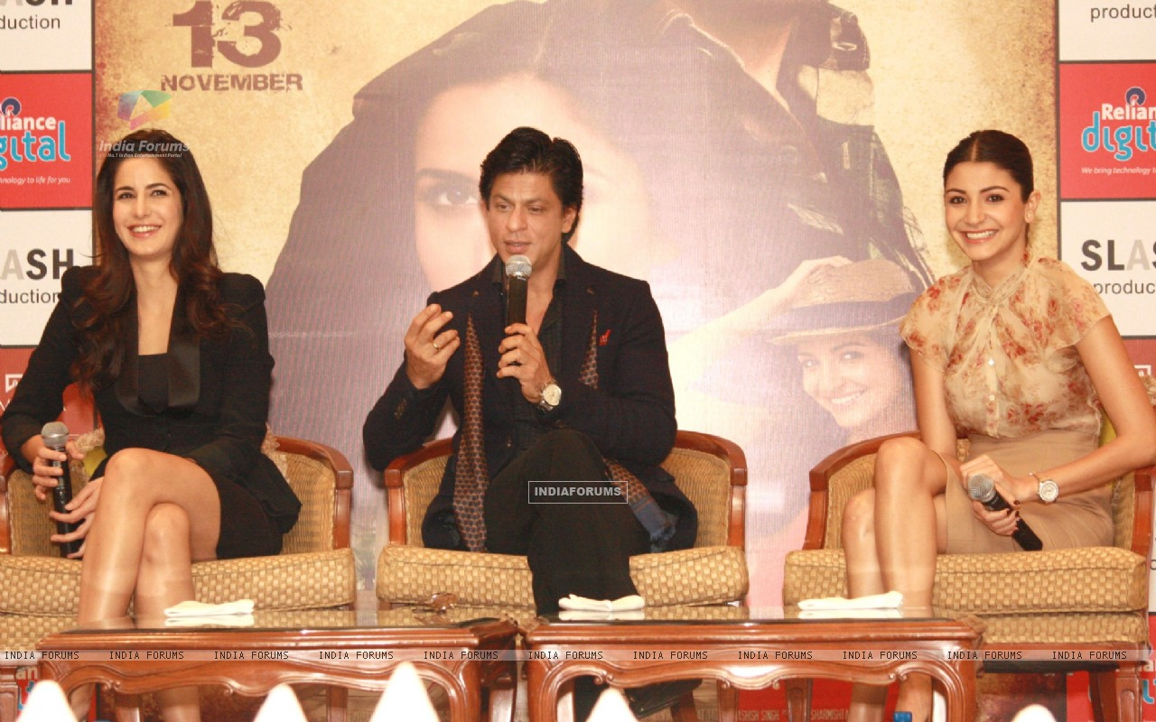 Shahrukh Khan, Katrina Kaif and Anushka Sharma at a press conference for the film Jab Tak Hai Jaan (238941) size:1280x800
