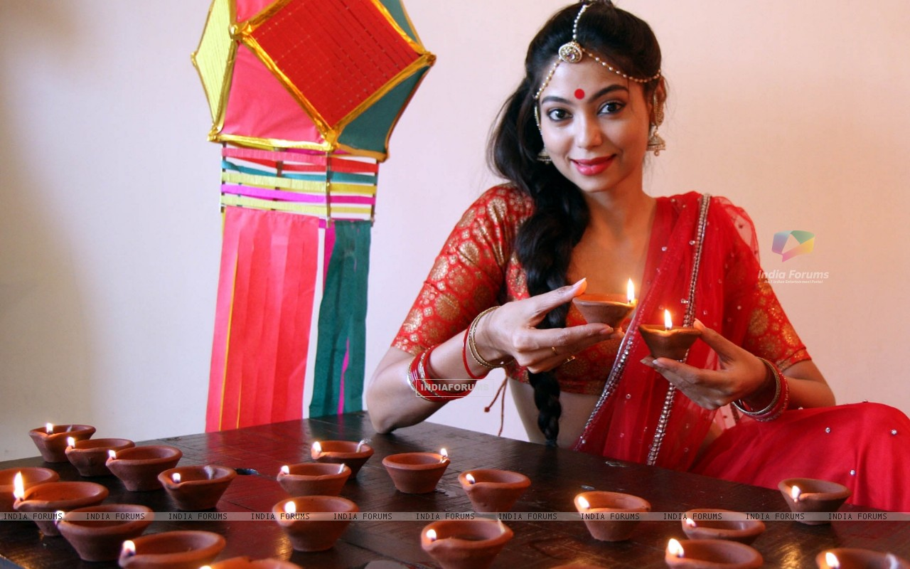 Anangsha Biswas special photo shoot of Diwali celebrations with fire crackers in Mumbai (239059) size:1280x800