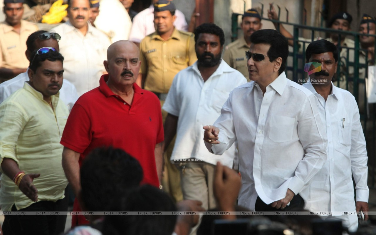 Rakesh Roshan and Jeetendra visit 'Matoshree' to see ailing Bal Saheb Thackeray (239833) size:1280x800