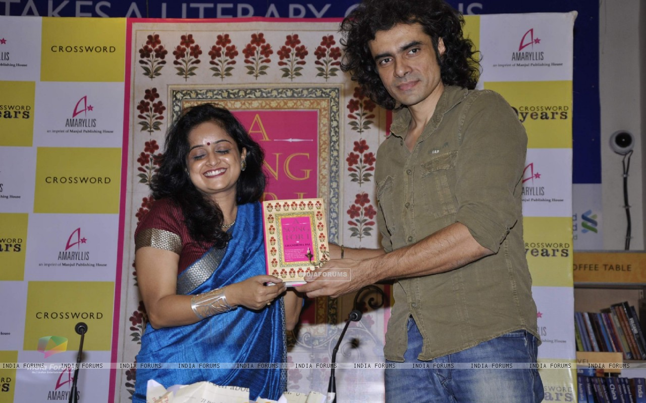 Author Chandrima Pal with Director Imtiaz Ali at her first novel A Song for I in Mumbai. (240350) size:1280x800