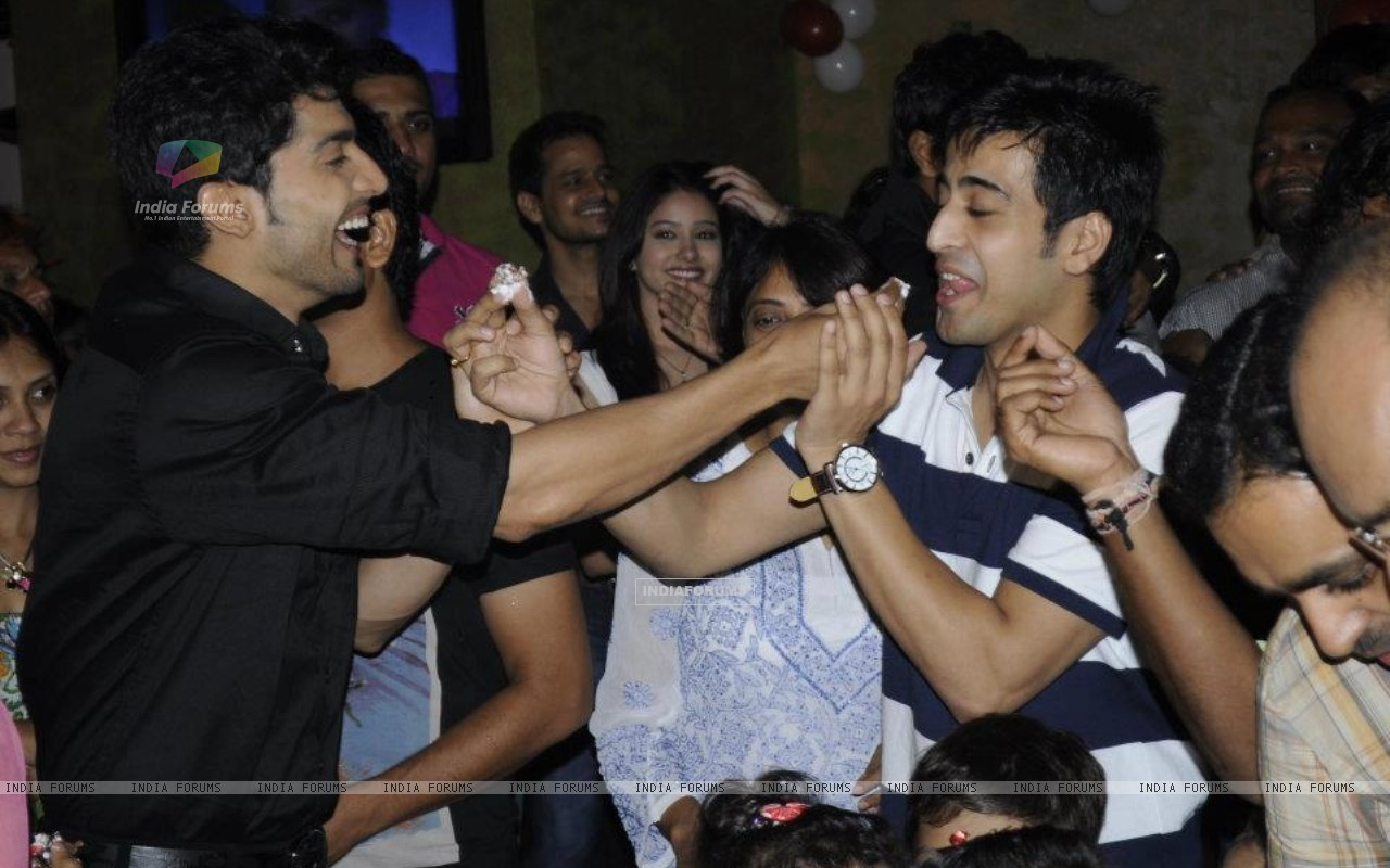 Gurmeet and Dishank (242162) size:1280x800