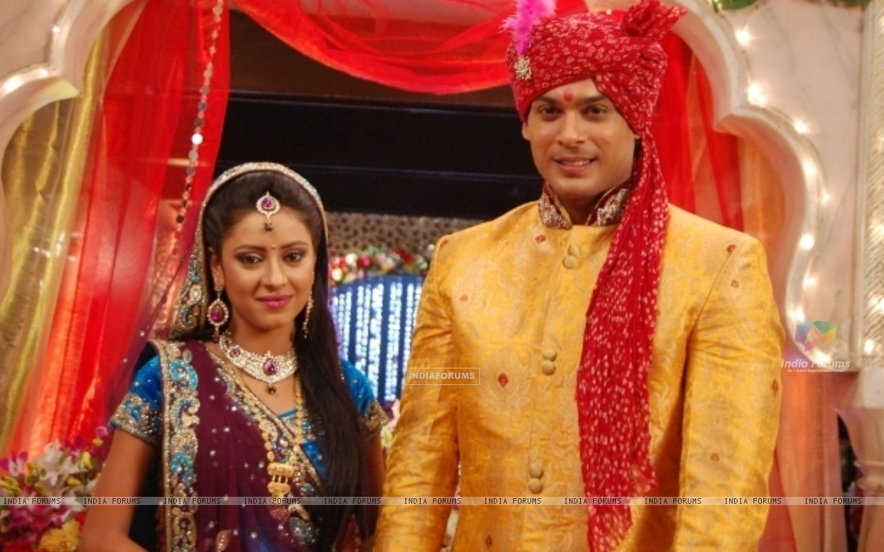 Pratyusha Banerjee as Anandi and Siddharth Shukla as Shiv in Balika Vadhu (242681) size:1280x800