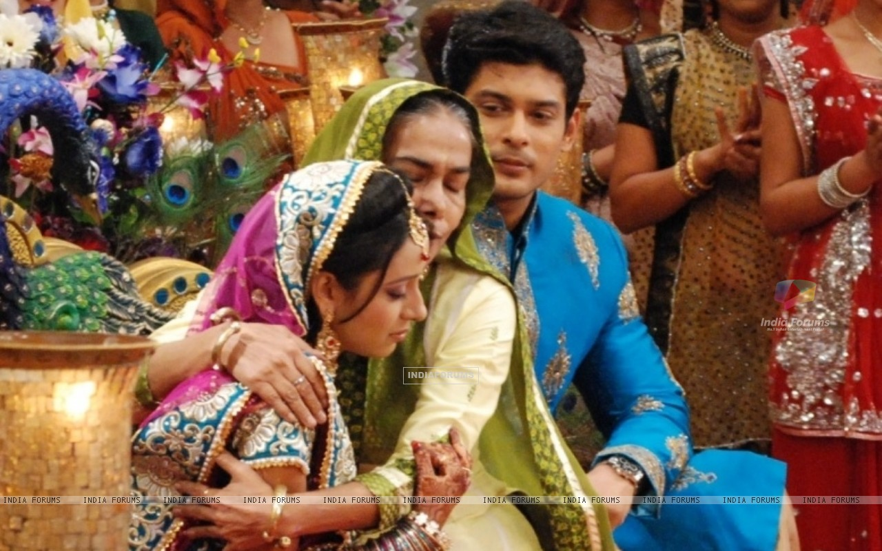 Dadisa with Shiv and Anandi at their Sangeet Ceremony in Balika Vadhu (242934) size:1280x800