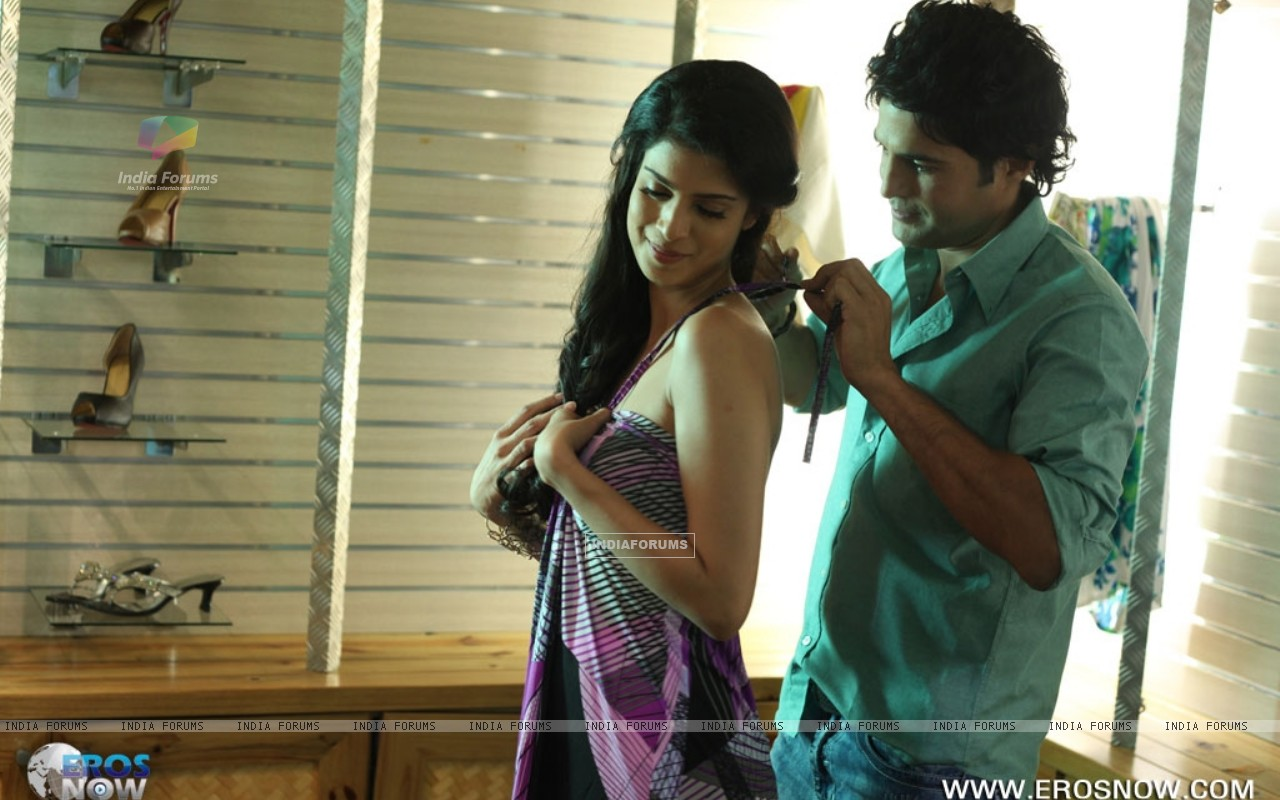 A still of Tena Desae with Rajeev Khandelwal from the movie Table No. 21 (247186) size:1280x800