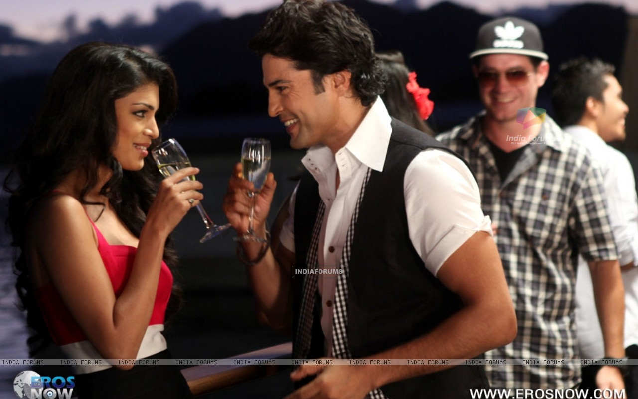 A still of Tena Desae with Rajeev Khandelwal from the movie Table No. 21 (247192) size:1280x800