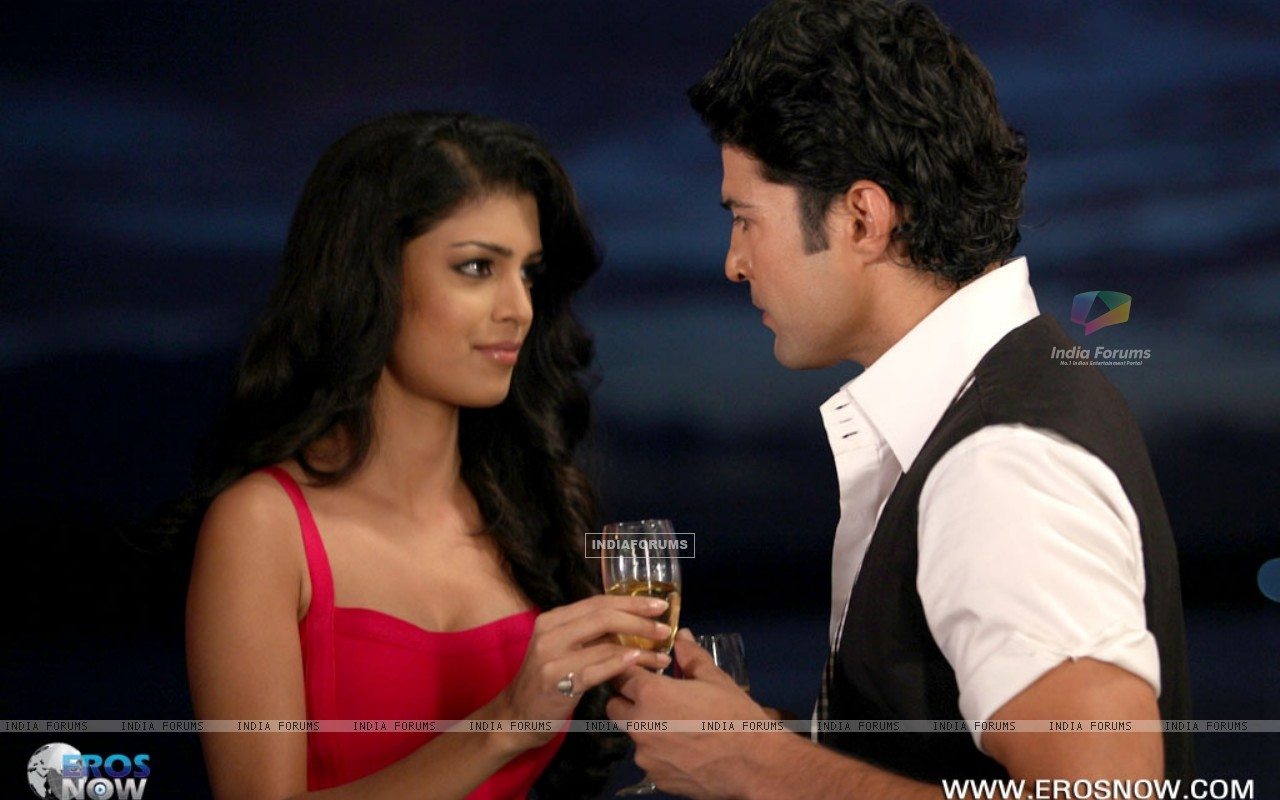A still of Tena Desae with Rajeev Khandelwal from the movie Table No. 21 (247194) size:1280x800