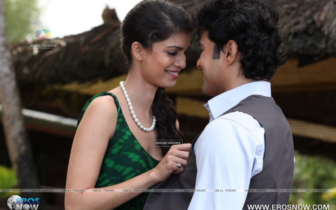 A still of Tena Desae with Rajeev Khandelwal from the movie Table No. 21 (247208) size:1280x800