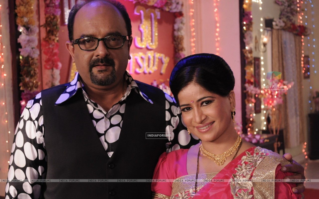 Amit Singh Thakur as Satyendra Dubey and Geeta Tyagi as Shobha Satyendra Dubey in Punar Vivah (247314) size:1280x800