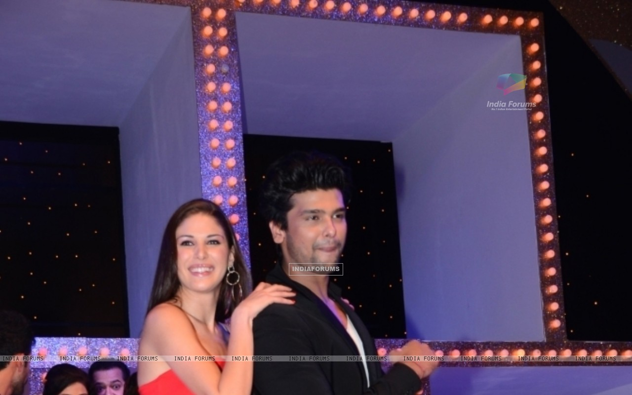 Kushal Tandon and Elena Boeva at Nach Baliye 5 (249091) size:1280x800
