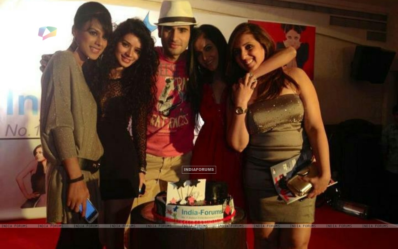 Nia Sharma, Karan Tacker, Sukriti Kandpal, Shilpa Anand at India Forums ninth anniversary Bash (249481) size:1280x800