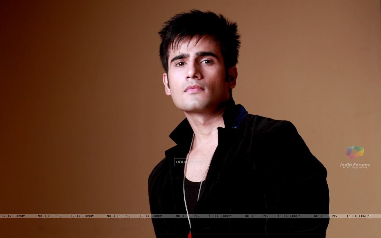 Karan Tacker (249591) size:1280x800