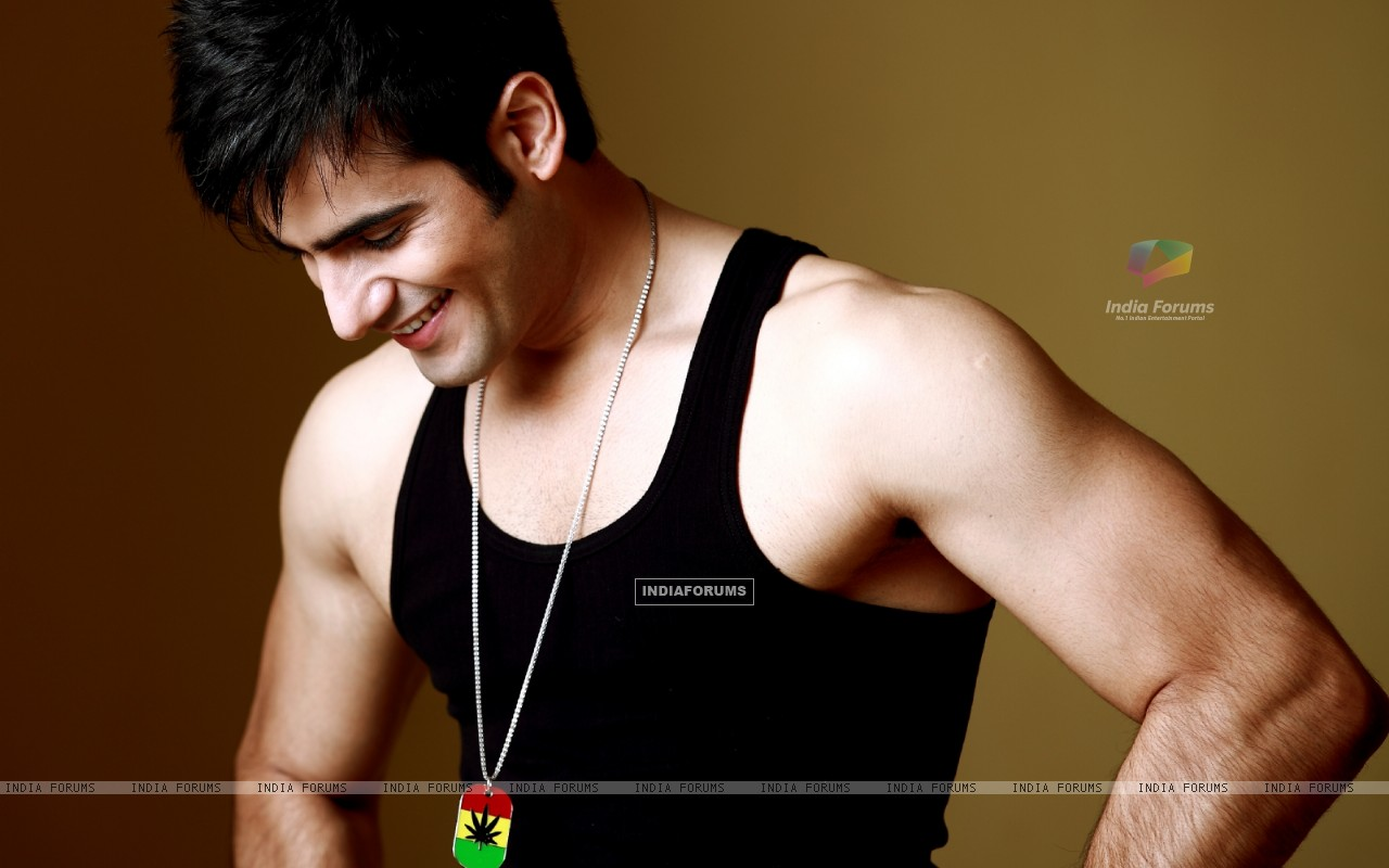 Karan Tacker (249593) size:1280x800