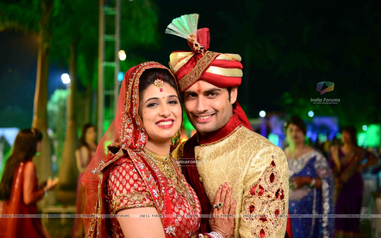 Vivian Dsena and Vahbbiz Dorabjee at their marriage ceremony (251504) size:1280x800