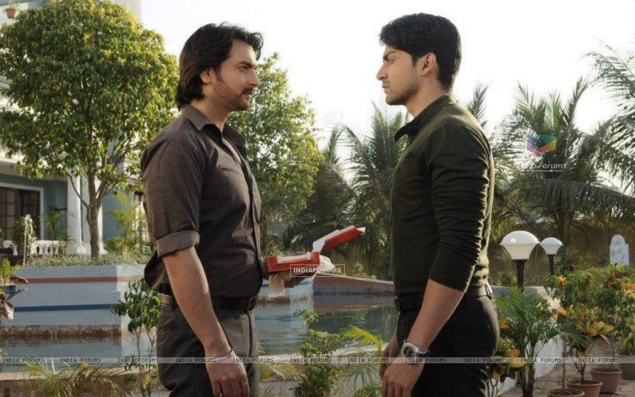 Gurmeet and Vineet in a scene from Punar Vivah (255382) size:1280x800