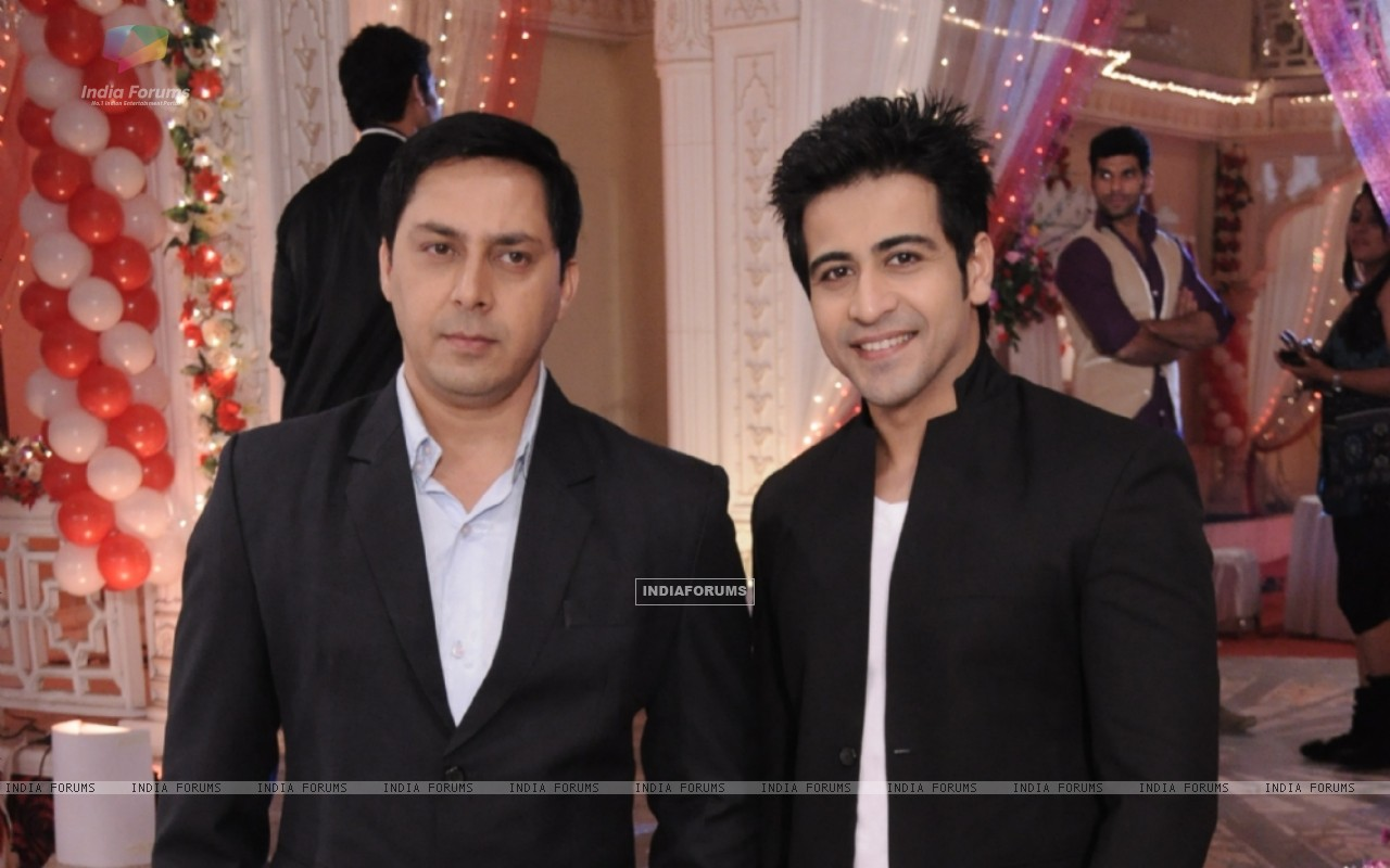Rakesh Kukreti and Dishank Arora in Punar Vivah (255641) size:1280x800