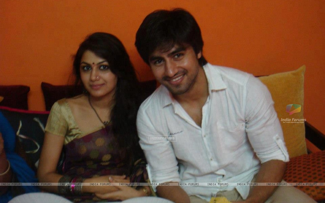 Harshad Chopda and Sriti Jha (271810) size:1280x800
