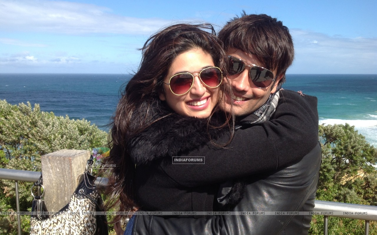Vivian Dsena and Vahbbiz's rocking honeymoon in Australia (274865) size:1280x800