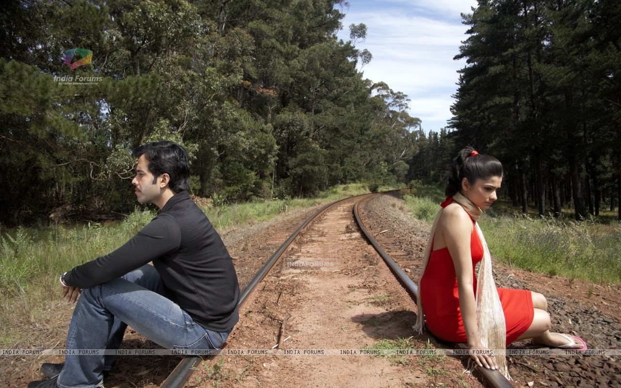 A still image of Tusshar and Prachi (31401) size:1280x800