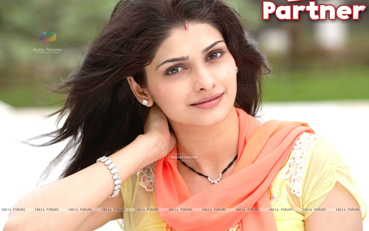 Prachi Desai wallpaper from the movie Life Partner (31440) size:1280x800
