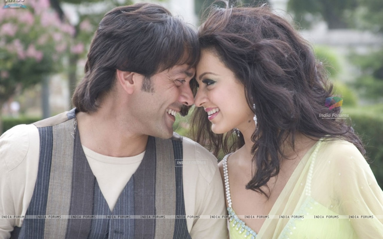 Lovable scene of Bobby and Kangna (31477) size:1280x800