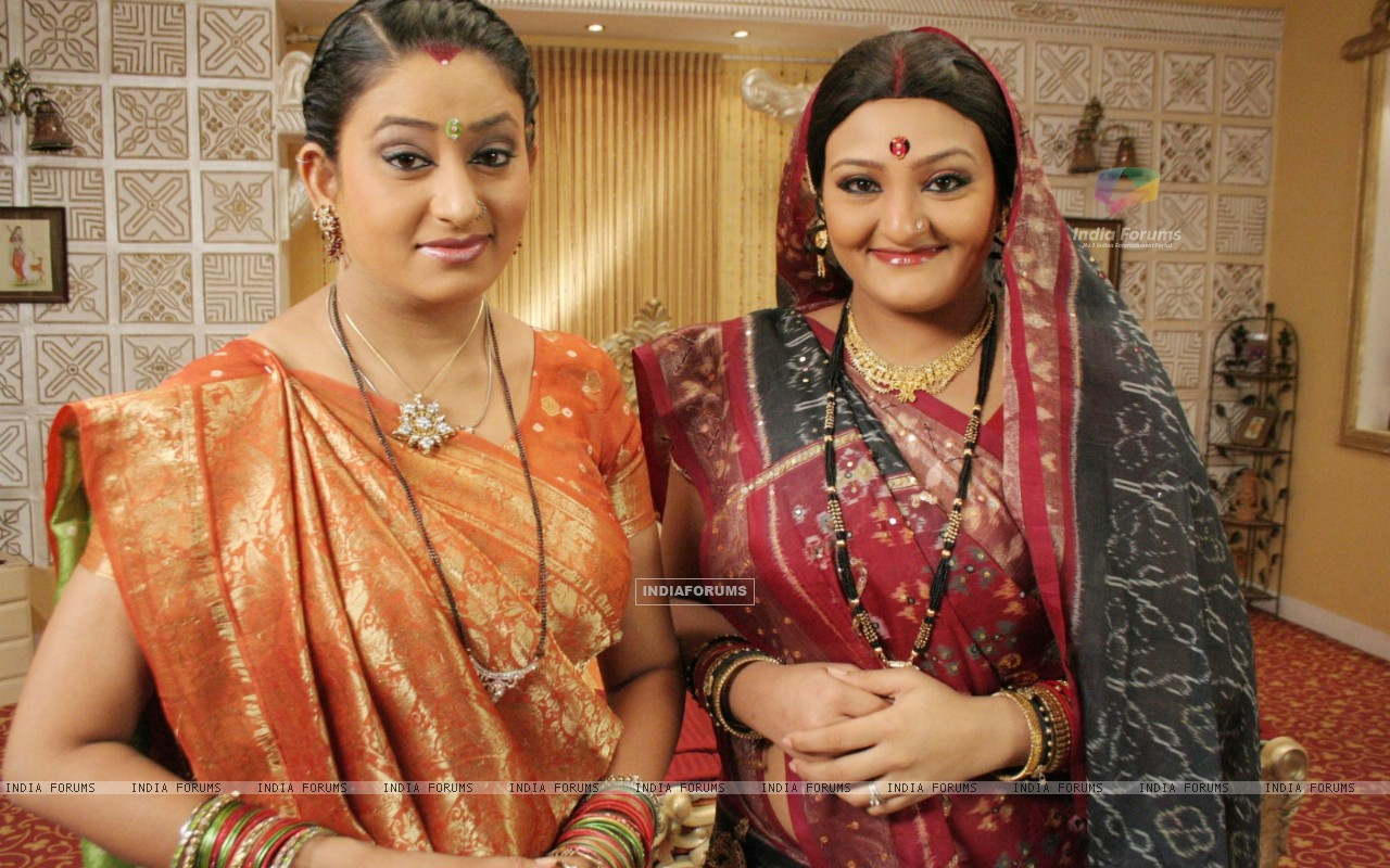 Manjula and Alpa looking happy (32827) size:1280x800
