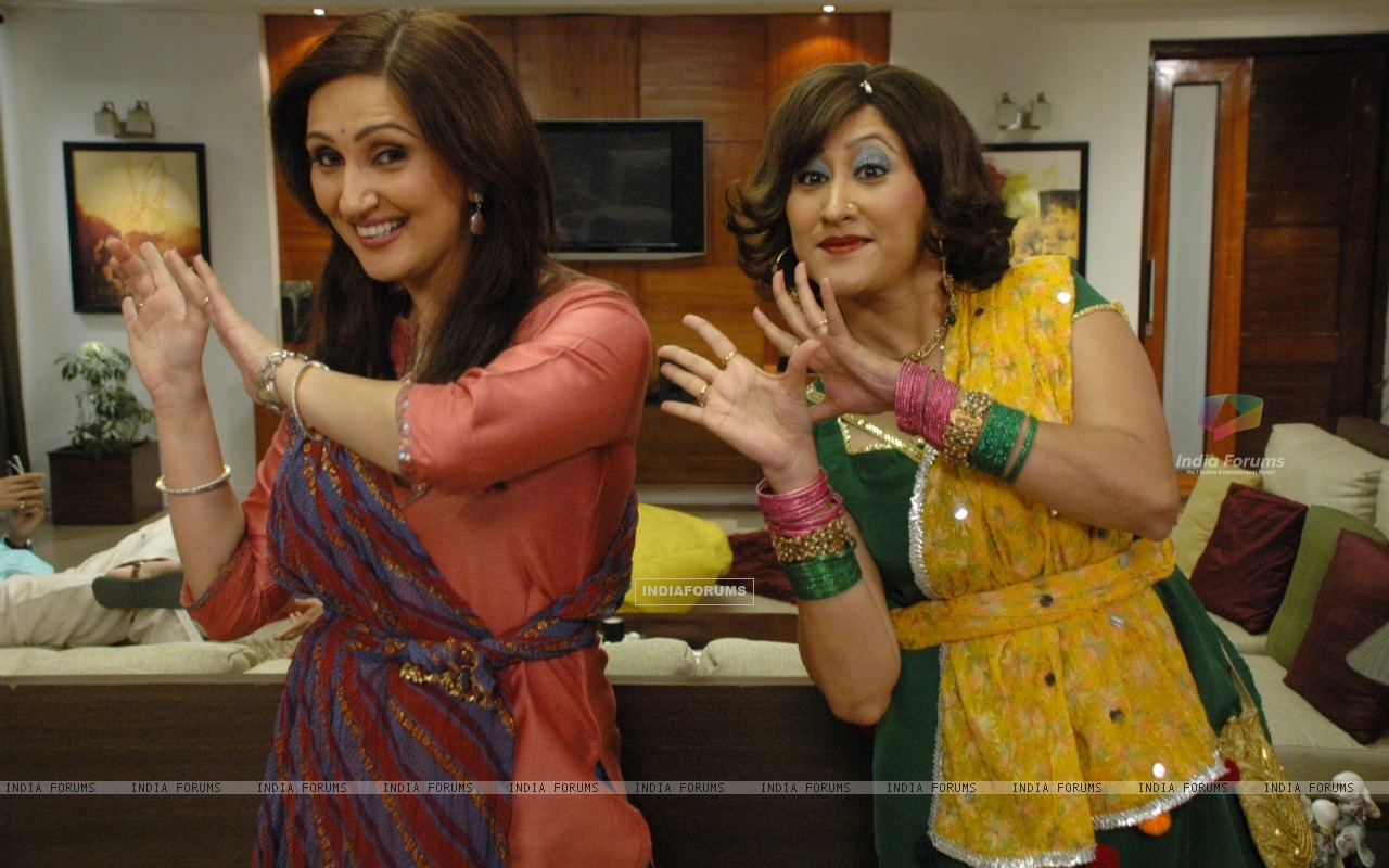 Radhika and Dolly doing dance (37377) size:1280x800