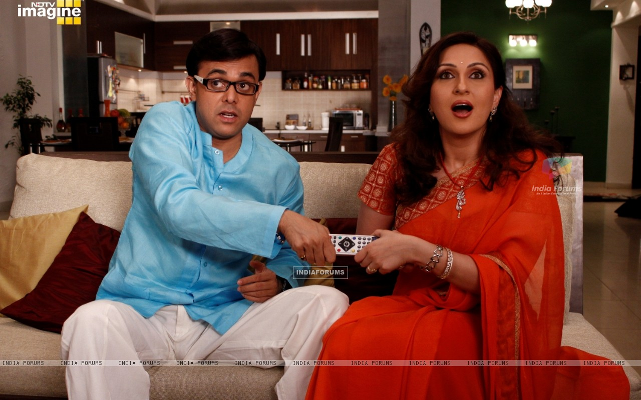 Radhika and Rajdeep fighting for T.V  remote (37395) size:1280x800