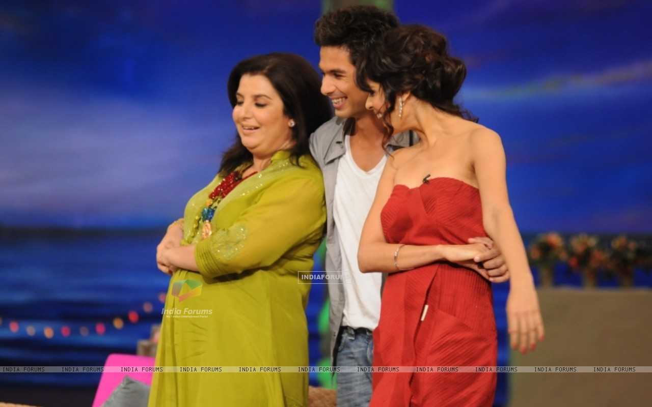 Shahid Kapoor with Genelia Dsouza and Farah Khan (37454) size:1280x800