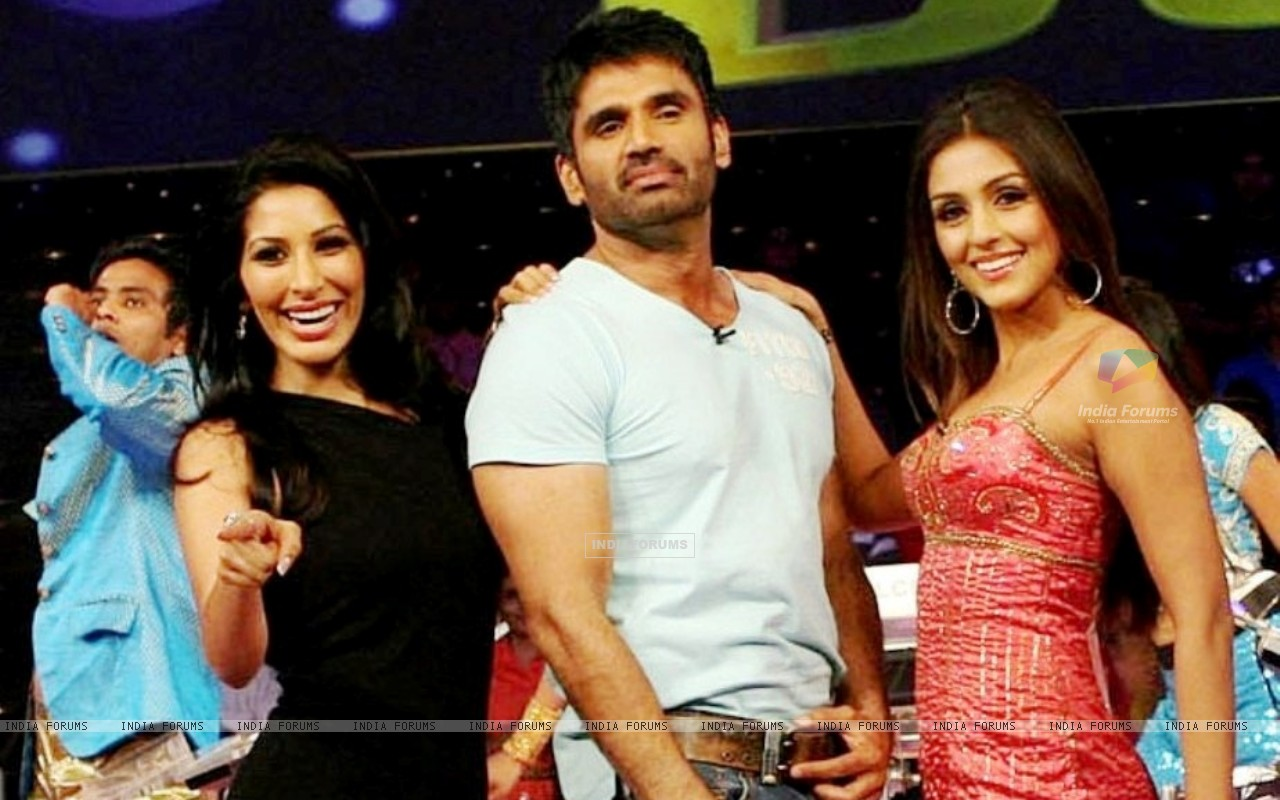 Sunil Shetty with Aarti Chhabria and Sophie Chowdhary (37491) size:1280x800